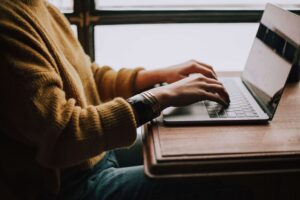 The benefits of learning English online rather than a classroom