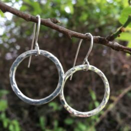 Chilli Designs circle hammered drop earrings medium