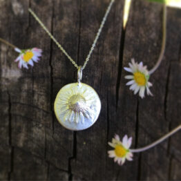 Chilli Designs daisy pendant