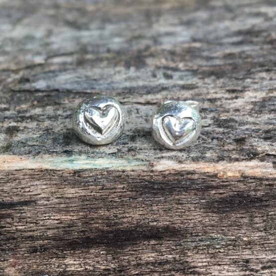 Chilli Designs heart pebble stud earrings