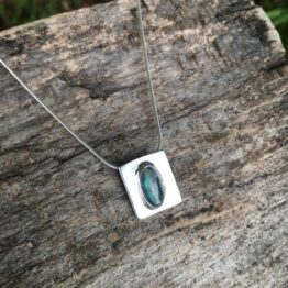 Chilli Designs rose cut labradorite pendant