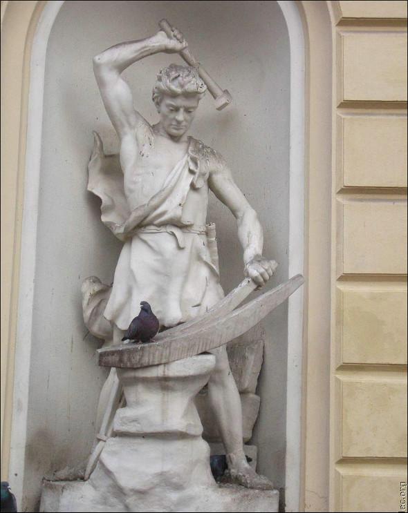 """Скульптура """"Коваль"""""""