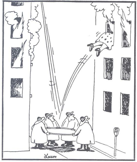 Жінка випригнула з палаючого вікна на рядно, яке натягнули пожежники. Спружинила і залетіла в інше палаюче вікно