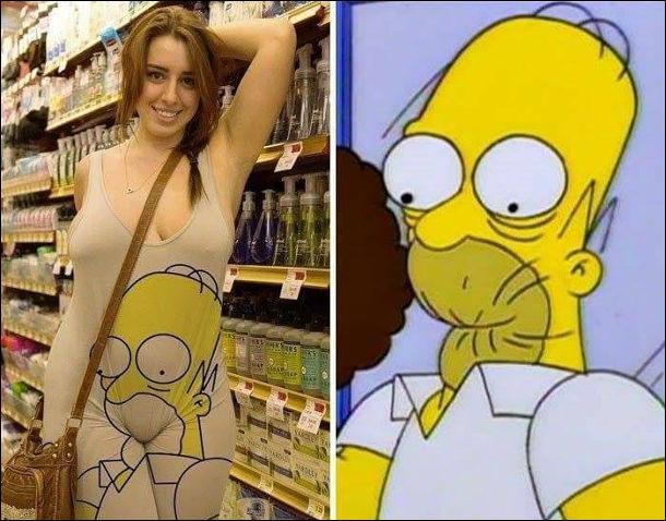 Прикол Гомер Сімпсон. Дівчина в костюмі, на якому намальовано обличчя Гомера Сімпсона і його трохи зажувало