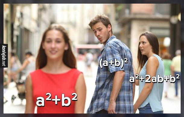 Мем про математику, а саме про формулу скороченого множення квадрат суми. Мем Distracted Boyfriend (де хлопець зі своєю дівчиною, а поглядає на іншу)