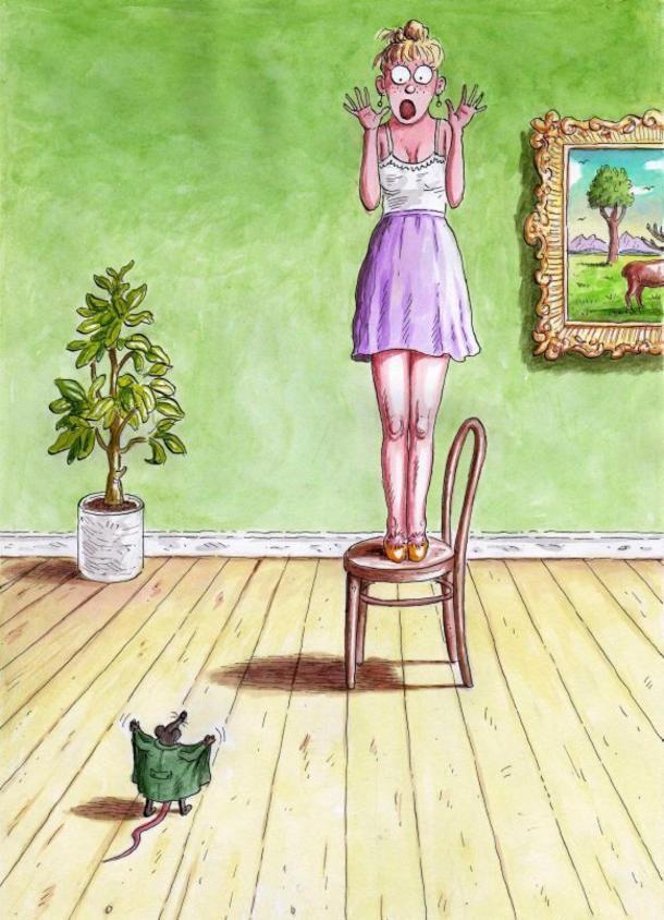 Смішний малюнок дівчина і миша. Миша-ексгібіціоніст розкрила пальто, а дівчина вискочила на стільчик і кричить