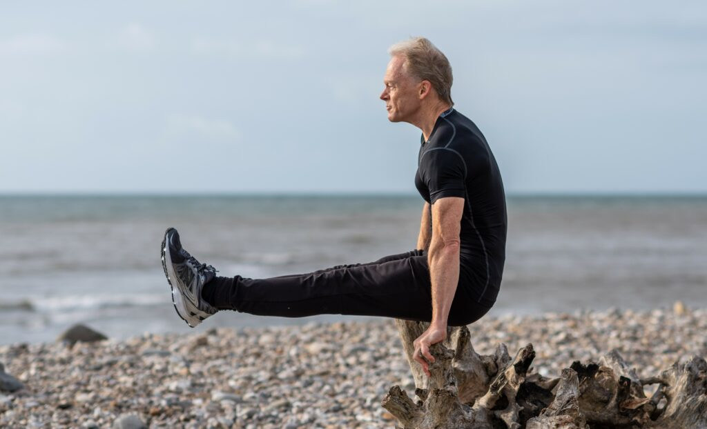 Stu pike pose to show core strength