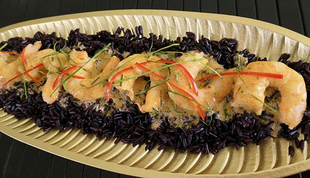 Red Curry Prawns on Black Rice