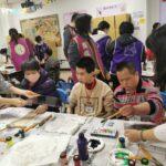 院生正在研究怎麼作畫