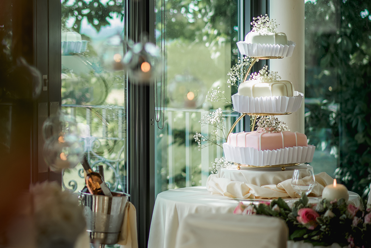 Stunning wedding cake at West Tower - © Herve Photography