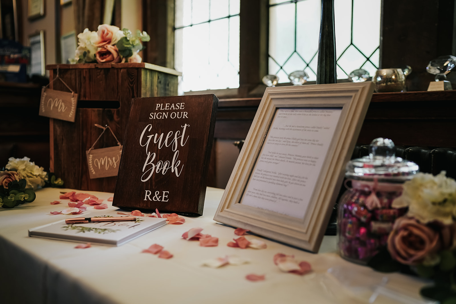 Mauve decor on summer wedding guest gift table