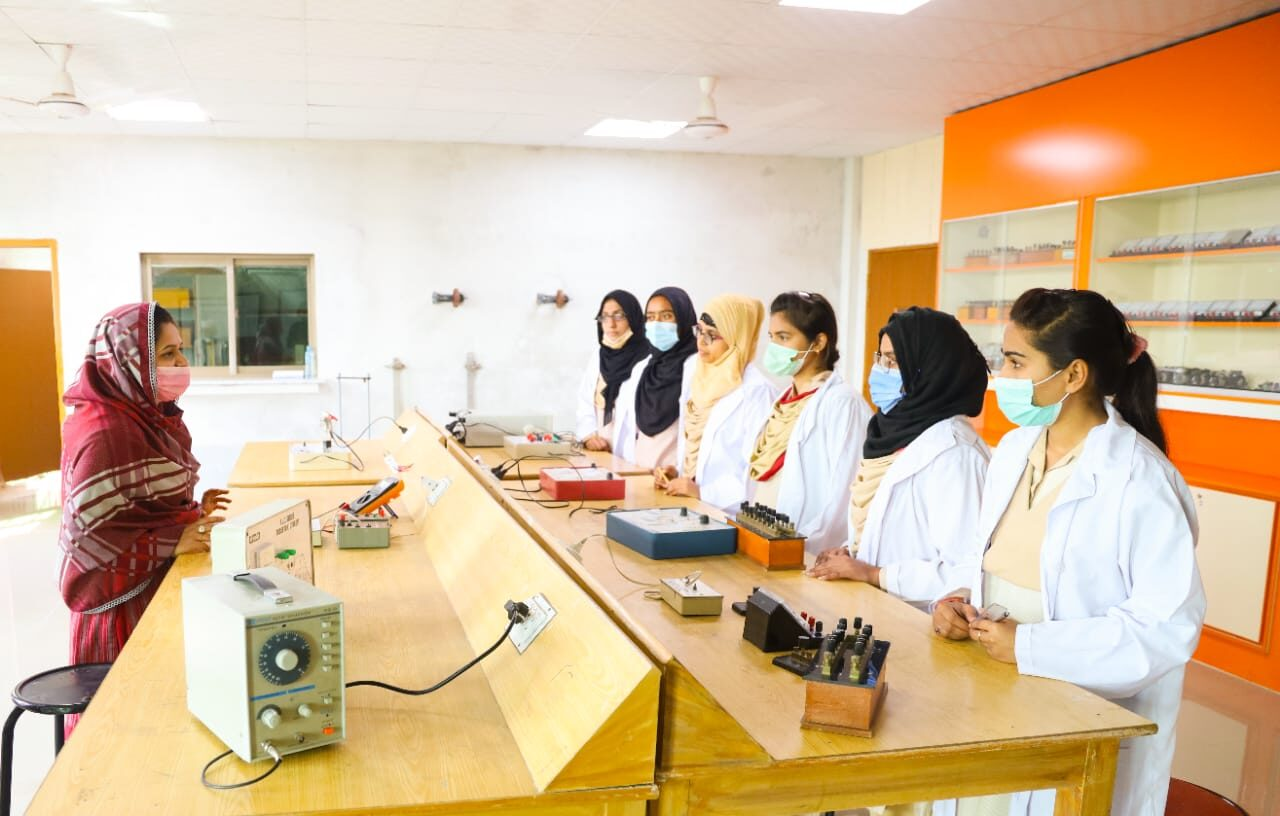 WELCOME TO IQRA GIRLS COLLEGE