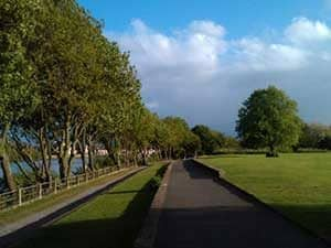 tow path at dukes meadows next to thames crescent