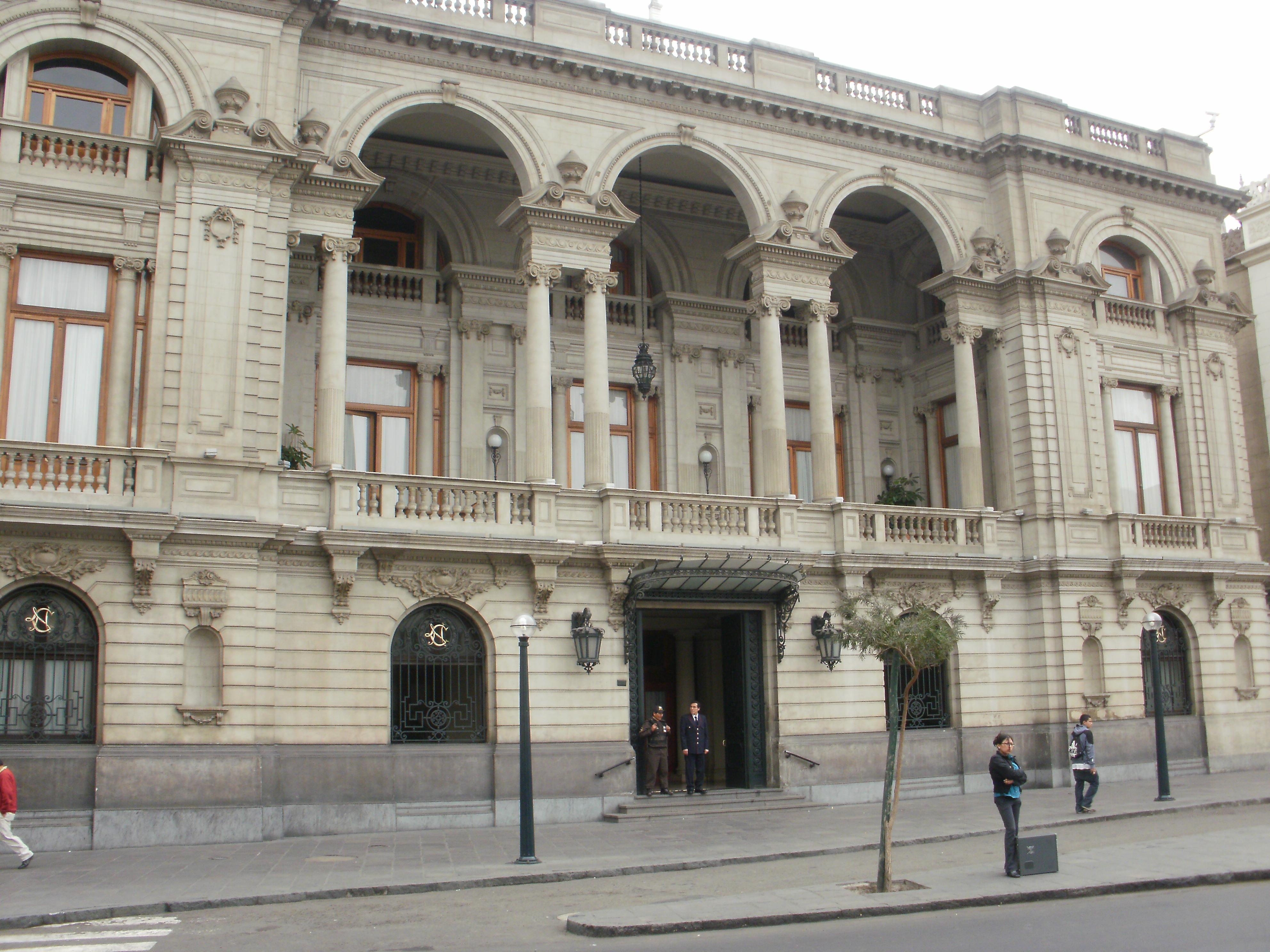 Plaza San Martín: Club Nacional