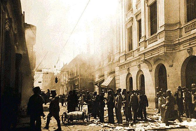 Mob pillages Leguia´s house 1930