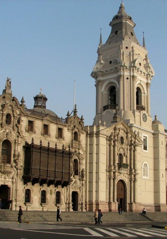 Plaza de Armas: cathedral
