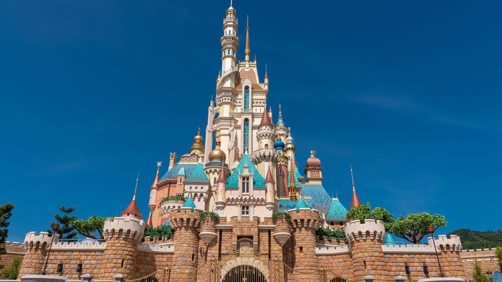 """Rich result on Google's SERP when searching for """"Disney Castle seluruh dunia"""""""