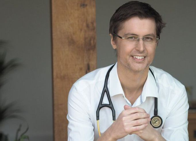 NHS doctor starts legal challenge to NHS and UK govt over fabricated pandemic