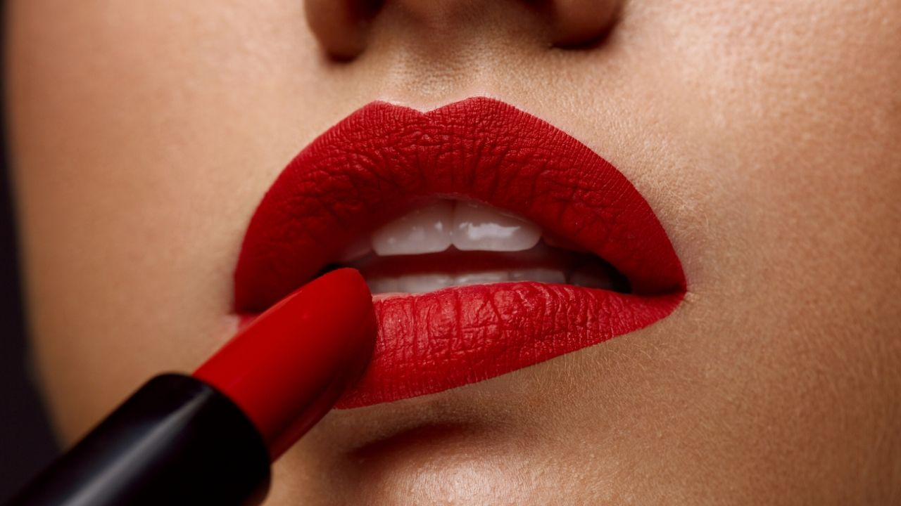Tips To Wear Red Lipstick Perfectly