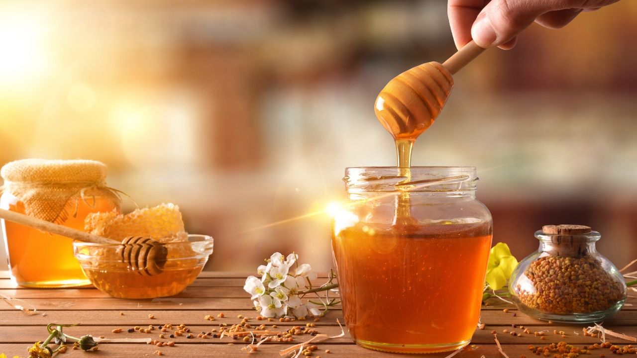 5 Homemade Honey Face Masks for Wrinkles and Aging