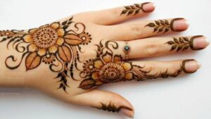 7 Latest Stylish Floral Mehndi Designs For Girls