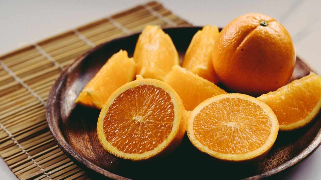 Oranges for Skin Glow, Skin Tightening, Suntan and Acne