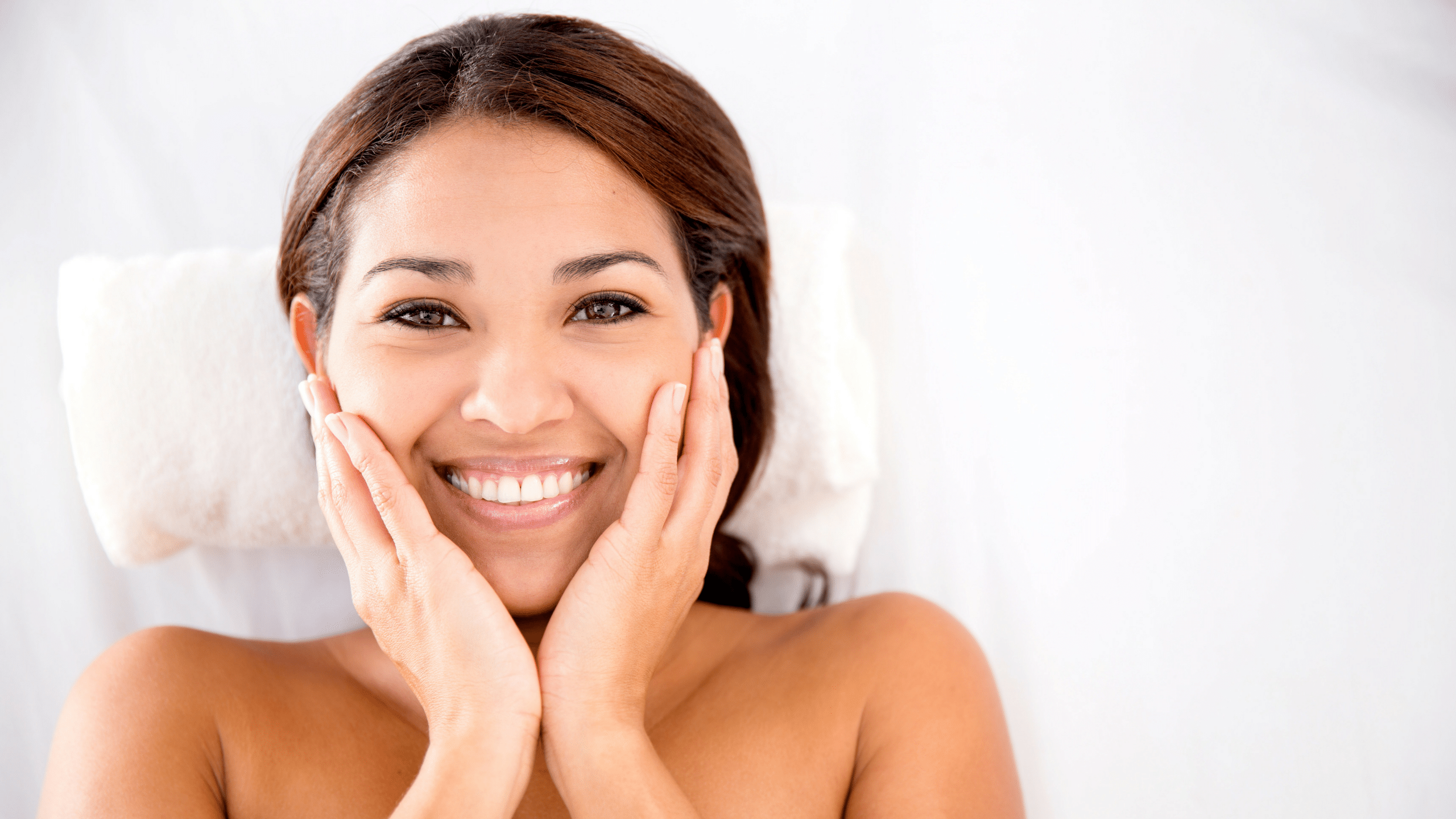 Read more about the article Benefits of Ice cubes on Face/ Skin in Summer
