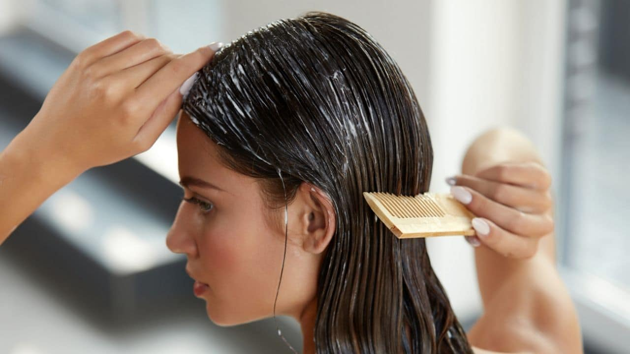 Benefits of Applying Curd On Hair: Balon par dahi lagane ke fayde