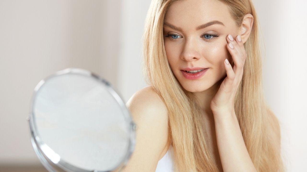 Read more about the article गोरी और निखरी त्वचा पाने के लिए आसान घरेलू नुस्खा