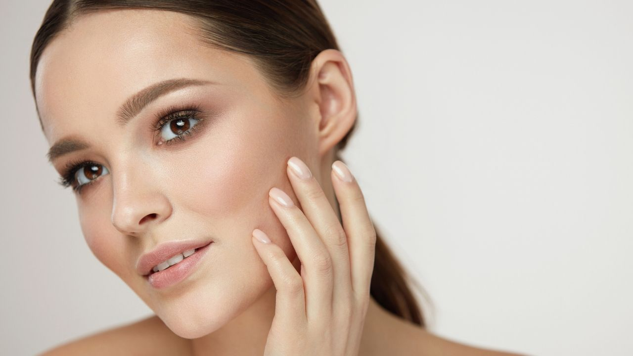 Read more about the article नेचुरल स्किन ग्लो सीरम चेहरे पर लाये बेहद ग्लो