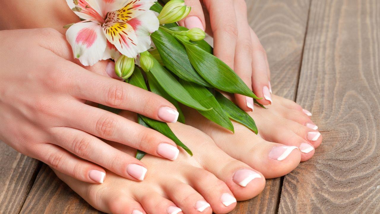 Read more about the article हाथों और पैरों को गोरा बनाने के लिए घर पर बनायें स्क्रब