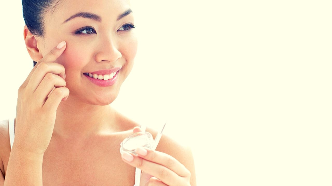 7 Best Natural Face Moisturizers for Dry Skin In Hindi