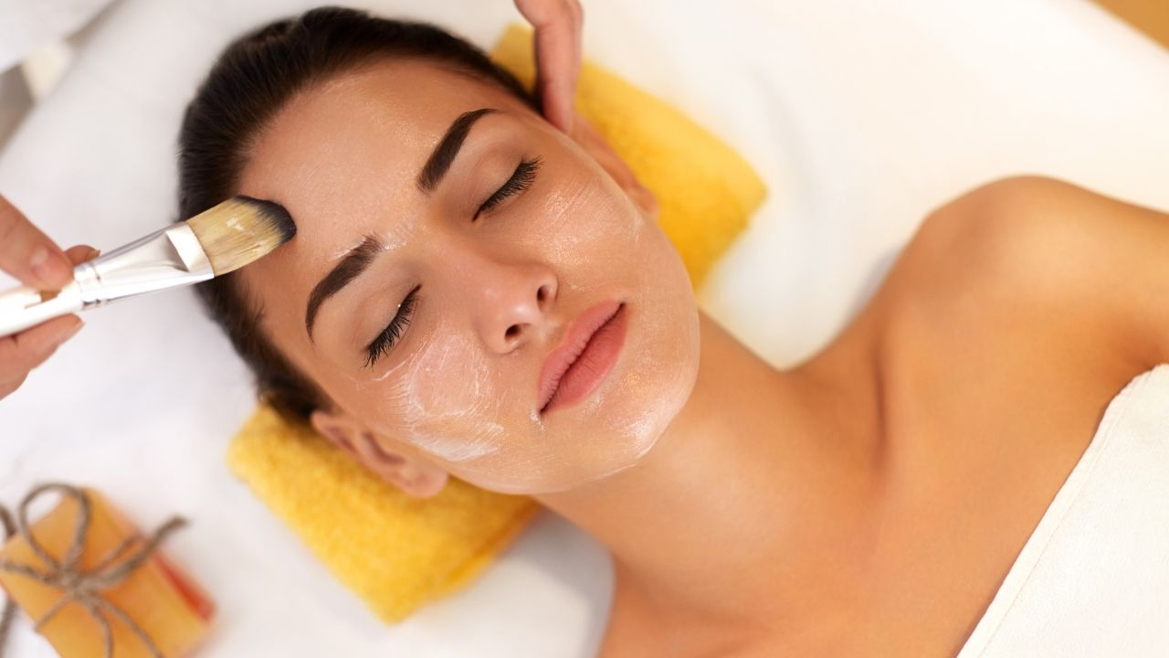 Best Face Packs For Glowing Skin In Hindi: पाएं  निखरी और क्लियर स्किन