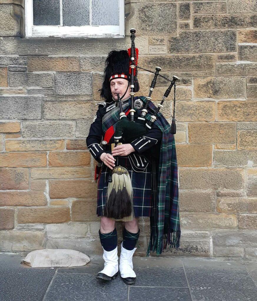 Scottish bag piper Edinburgh Royal Mile