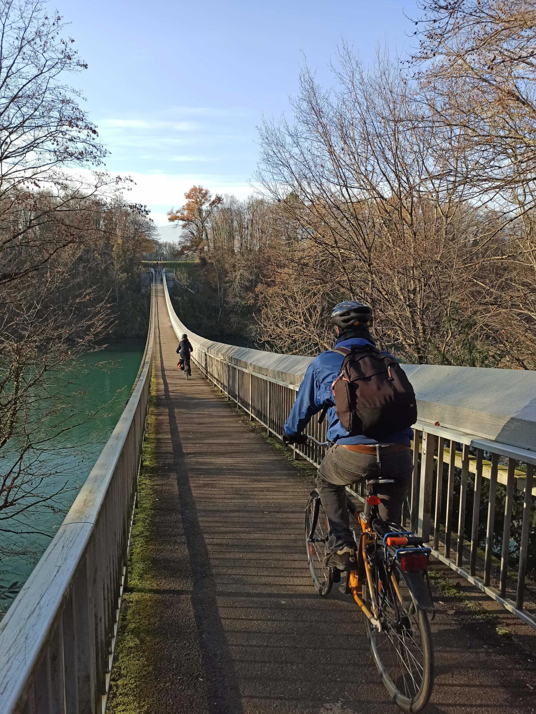 Cross the Lignon footbridge by bike