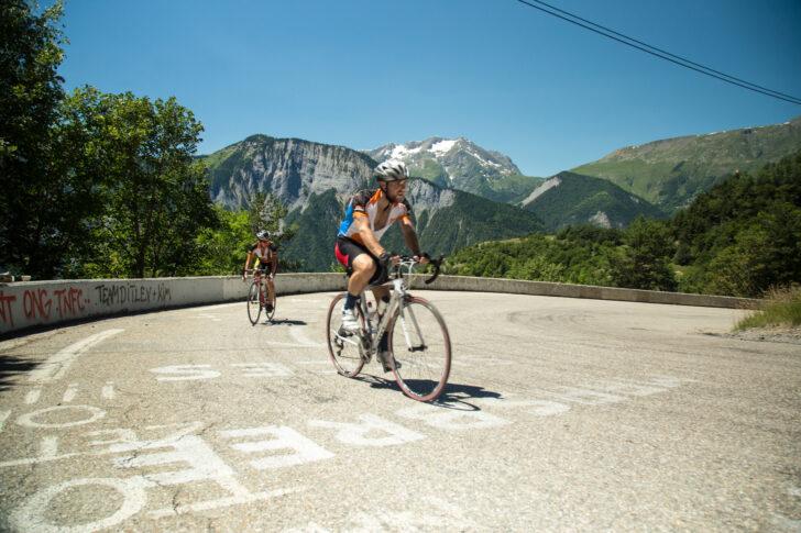 Nos services ne se limitent pas à la location de vélos de course, nous organisons également des voyages à vélo.