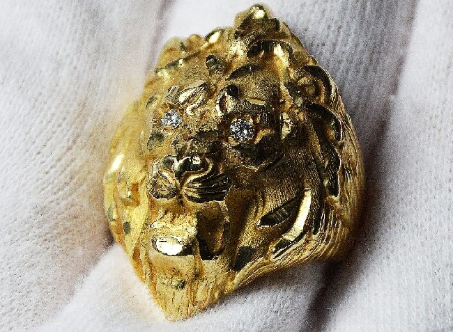 Elvis' 14kt gold Lion head ring