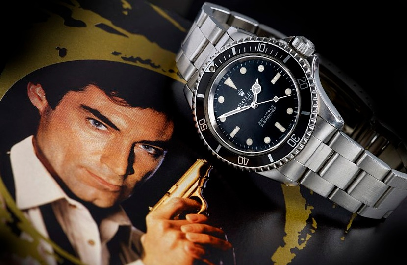 The watch was worn on-screen in the 1989 film License to Kill, the 16th entry in the James Bond series