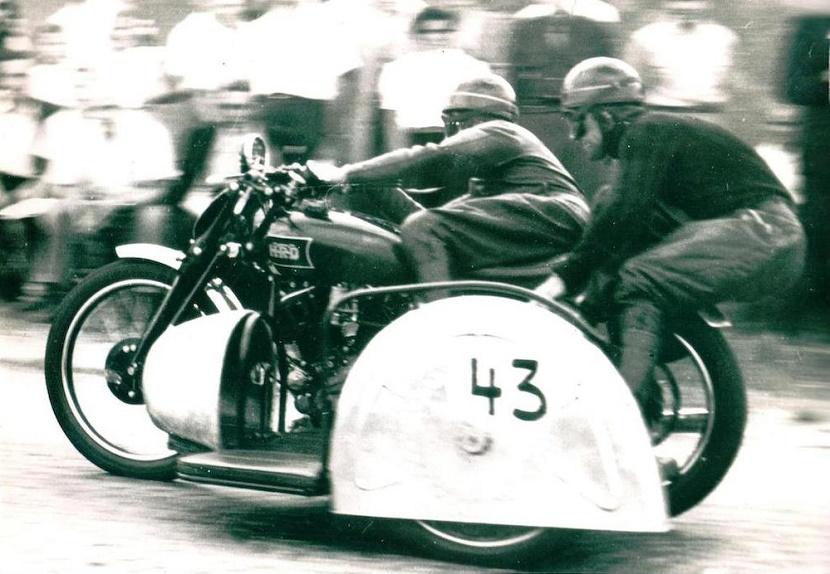 The Black Lightning in action, ridden by its first owner Hans Stärkle