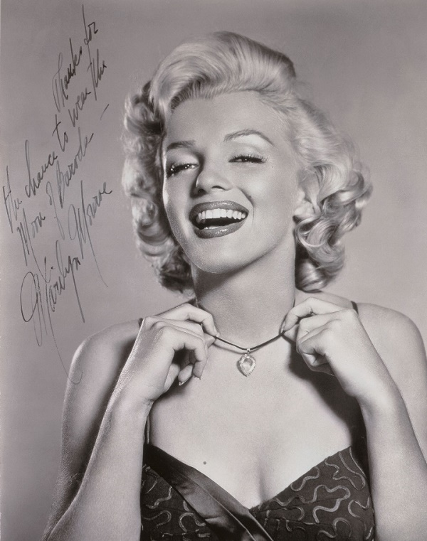 Marilyn Monroe wears the Moon of Baroda in a publicity shot for How to Marry a Millionaire