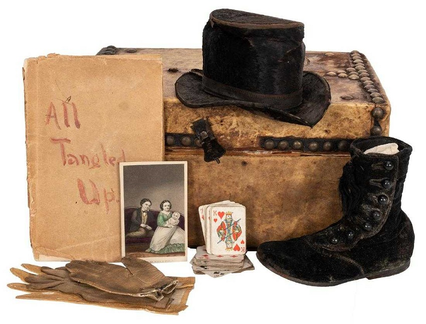 Tom and Lavinia Thumb's travelling suitcase