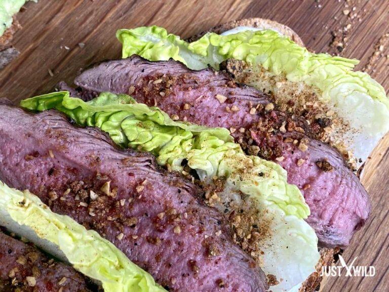 Toast mit Reh - Reh Nuss mit Salat und Minz Joghurt