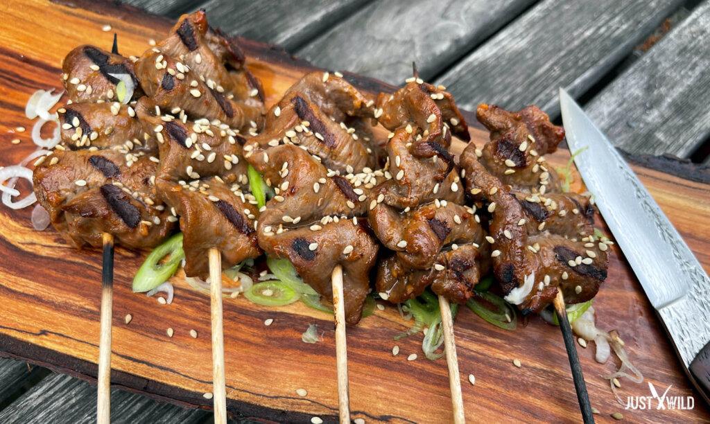 Asiatische Grillspieße mit Wildschwein - Angerichtet