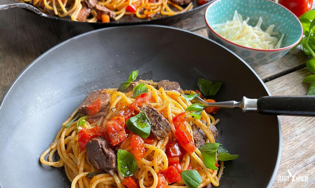 Klassische Pasta mit Wildschwein Filet - Angerichtet