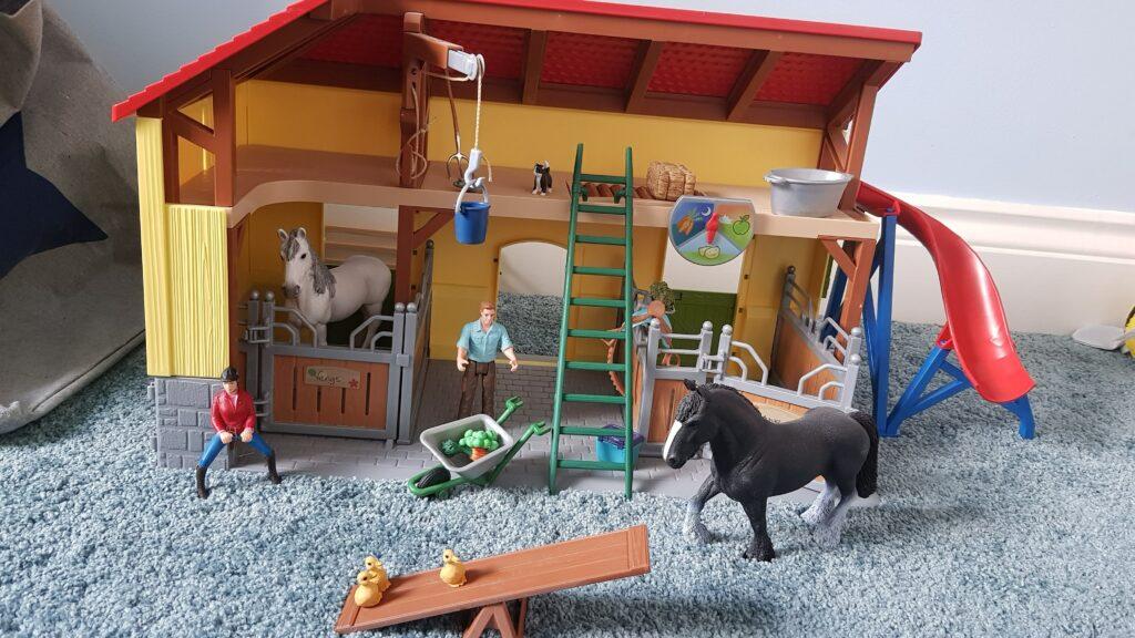 Schleich Farm World Horse Stable