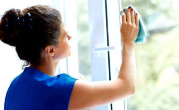 Cleaning sash & case windows