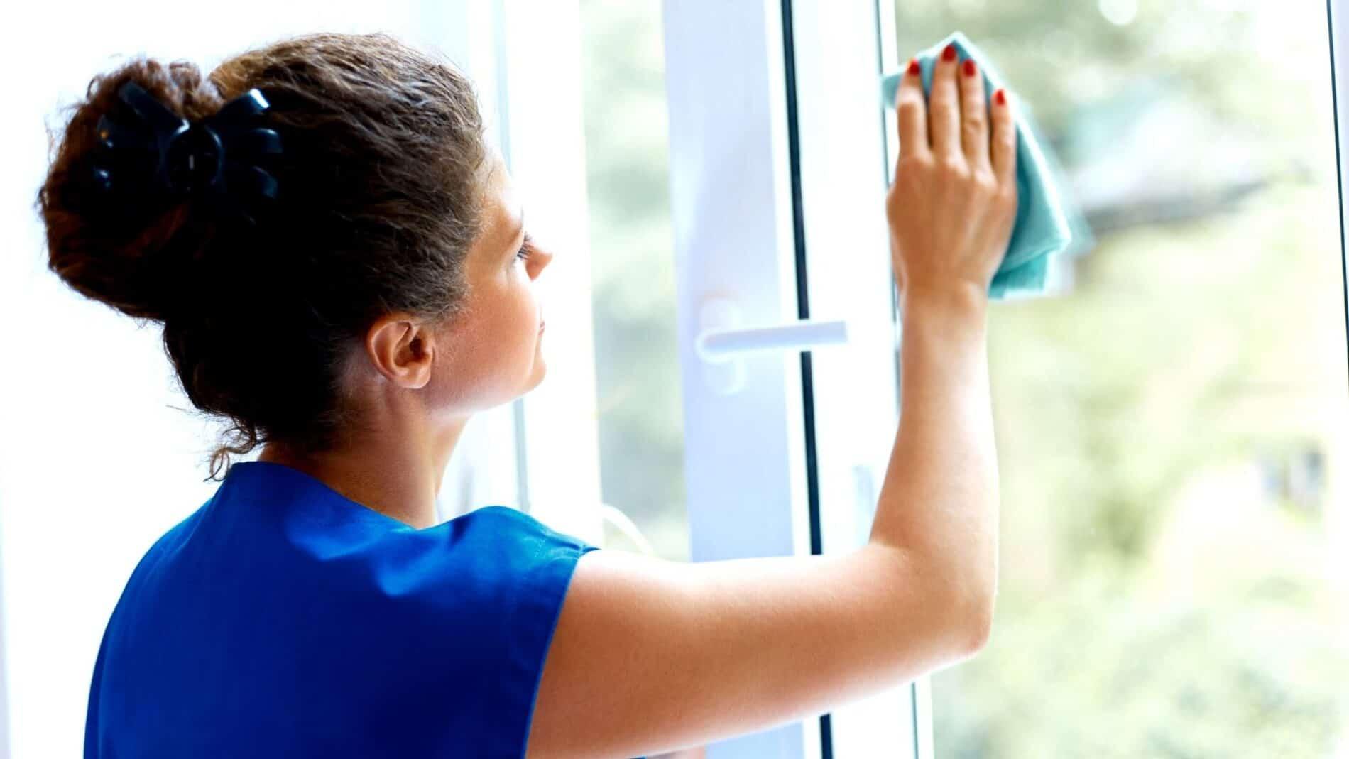 Cleaning sash & case windows