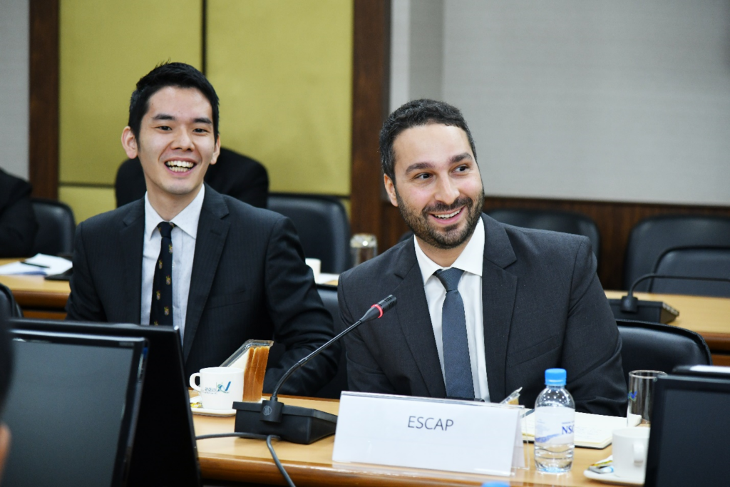 Dayyan Shayani (right) speaking at the Thailand National Statistics Office about his experience with .Stat Suite