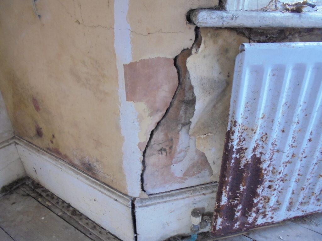 subsidence crack