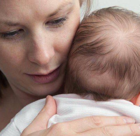 Sa isha shtatezen burri mu gjujke me gjunje ne bark qe ta abortoj femijen , Pasi lindi djali me thot mere djalin dhe ik nga kjo shtepi dhe